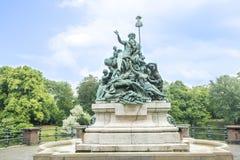 纪念碑父亲莱茵河杜塞尔多夫 免版税库存图片