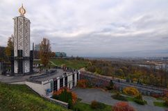 纪念碑的中央部分对饥荒受害者的致力于1932-1933的乌克兰人民种族灭绝受害者的记忆蜡烛 免版税库存照片
