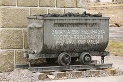 纪念碑的外部细节在被放弃的俄国北极解决Pyramiden,挪威 免版税库存图片