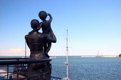 纪念碑的看法对水手` s妻子的堤防的 免版税库存图片