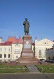 纪念碑的看法对V的 我 列宁(Ulyanov) 雷宾斯克 免版税库存照片