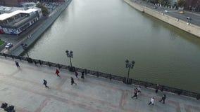 纪念碑的鸟瞰图对彼得大帝的通过家长式桥梁 影视素材