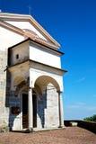 纪念碑老建筑学在意大利米兰阳光下 库存图片
