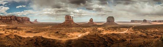 纪念碑谷的全景 免版税库存图片