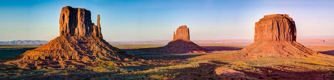 纪念碑谷路在亚利桑那全景 库存图片