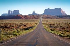 纪念碑谷路在亚利桑那 免版税图库摄影