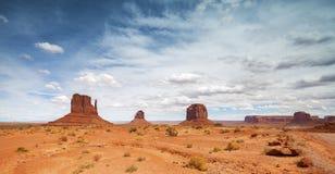 纪念碑谷,犹他,美国全景照片  免版税库存照片