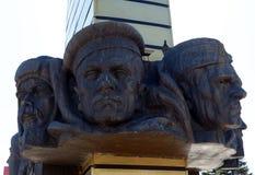 纪念碑`荣耀的片段对在前后`的英雄的在胜利正方形的在Volgodonsk 免版税库存照片