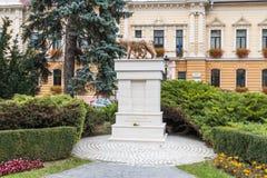 纪念碑Lupa三色方形-罗马人` s latinity的标志-的Capitolina近对布拉索夫老镇位于Ro 库存照片