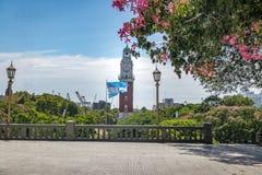 纪念钟塔或Torre de los Ingleses和圣马丁将军广场在Retiro -布宜诺斯艾利斯,阿根廷 免版税库存照片