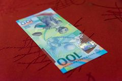 纪念100卢布世界杯足球赛的钞票2018年 库存照片