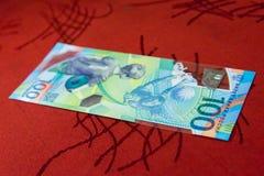 纪念100卢布世界杯足球赛的钞票2018年 库存图片