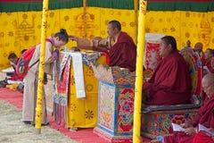 纪念Chorten的和尚,廷布,不丹 库存图片