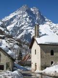 纬向条花des Ecrins山和法国山村 图库摄影