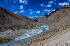 纯净的河在克什米尔和拉达克在印度 库存图片