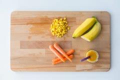 纯汁浓汤或婴儿食品用水果和蔬菜 免版税库存照片