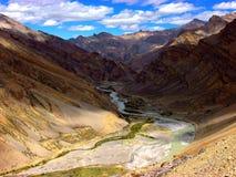纯然的山风景在拉达克,印度 免版税库存照片