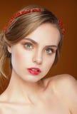 纯秀丽 美丽的表面妇女年轻人 免版税库存图片