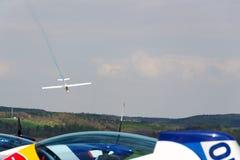 纯金属特技的两位子让双重特技训练飞行的L-13AC Blanik滑翔机 库存照片
