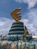 纳卡人雕象的国王在寺庙泰国的 免版税库存图片