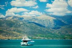 纳夫普利翁,希腊- 2016年6月05日:美丽的船照片在的 库存照片