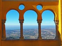 从贝纳宫殿,辛特拉,葡萄牙的海景 库存照片