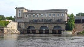 纳尔瓦水力发电站特写镜头,天在威严的Ivangorod,俄罗斯 股票视频