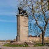 纳尔瓦,爱沙尼亚- 2016年5月4日:瑞典狮子纪念碑 库存照片