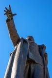 纳尔瓦,爱沙尼亚- 2017年3月16日:纪念碑的片段对列宁的 它位于纳尔瓦疆土  免版税图库摄影
