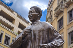 纳尔逊・孟得拉雕象在约翰内斯堡 库存照片