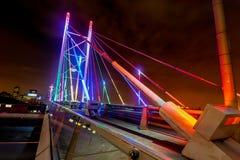 纳尔逊・曼德拉桥梁在晚上 免版税库存照片