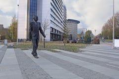 纳尔逊・曼德拉雕象在小室Haag 免版税库存照片