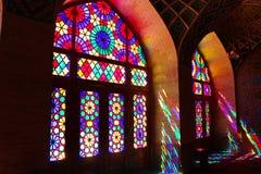 纳斯尔ol molk清真寺内部看法在设拉子,伊朗 免版税库存照片