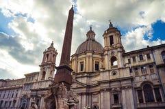 纳沃纳广场在罗马的中心,在巴洛克式的样式的难以置信的建筑学 库存图片