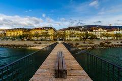 纳沙泰尔秋天全景瑞士侧视图的 免版税库存图片
