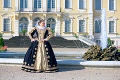 纳瓦拉延命菊类似的妇女,法国的女王/王后 库存照片