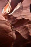 纳瓦霍族保留地`与红色岩石墙壁的s羚羊峡谷 库存照片