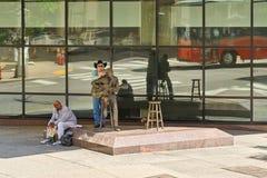 纳稀威, TN,美国- 2017年4月14日:切特・阿特金斯雕象 Unveile 免版税图库摄影