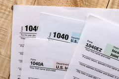 纳税申报金钱形式 免版税库存照片
