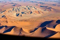 纳米比亚最基本的海岸的沿海沙丘的鸟瞰图 免版税库存图片
