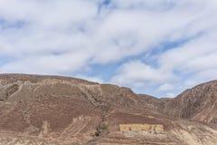 纳米贝省的峭壁的被放弃的房子 闹事 安格斯 免版税库存图片