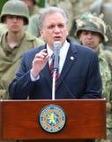 纳苏郡执行委员爱德Mangano在老Bethpage, NY对二战扎营参加者演讲 库存照片