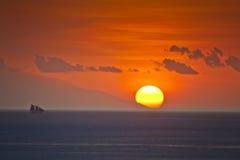 从纳闽Bajo,科莫多岛海岛的日落 库存图片