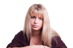纵向俏丽的妇女年轻人 免版税库存图片