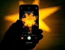 纵向印刷的现代阶段光设置在新的Appl 库存图片