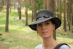 纵向在森林里 免版税库存图片
