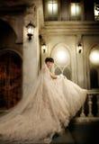 纵向婚礼妇女年轻人 免版税库存照片