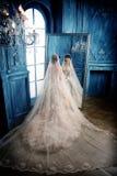 纵向婚礼妇女 免版税库存图片
