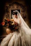 纵向婚礼妇女 免版税库存照片