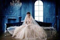 纵向婚礼妇女 图库摄影